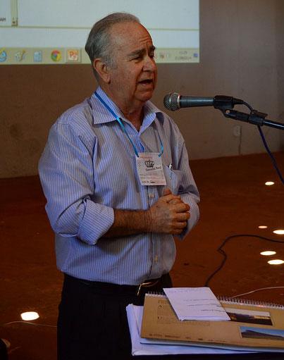 O historiador Ubaldo Pontes Filho apresenta o projeto em Morro do Chapéu (BA)