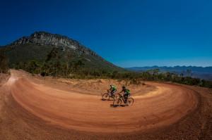 Prêmio na primeira subida longa. Foto: Fabio Piva / Brasil Ride.