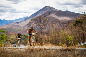 Brasileiras Isabella Lacerda e Érika Gramiscelli conquistaram o segundo lugar na etapa. Foto: Fabio Piva / Brasil Ride