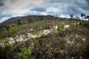 "Trecho em descida da serra (40km) apelidado de ""rolling stones"". Foto: Fabio Piva / Brasil Ride"