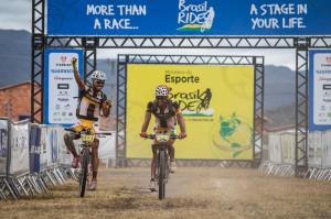"""Raphael """"Catalão"""" e Halysson conquistaram um excelente resultado com Top 3 na geral. Foto: Fabio Piva."""