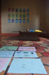 Rabiscos feitos pelos pequenos. Foto: Verusa Pinho