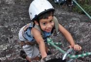 Criança praticando Escalada | Foto: Igatu Escalada Trekking