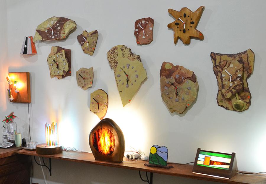 Trabalhos artísticos de Roy expostos na Galeria Oca - Rua da Baderna - Lençóis. Foto: Caiã Pires