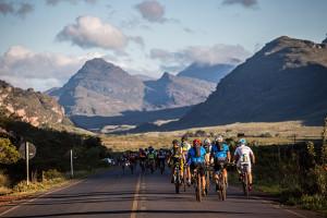 Ciclistas no caminho de Rio de Contas (Fabio Piva / Brasil Ride)