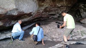 Entrevista com o professor Carlos Etchevarne no Complexo Arqueológico Serra das Paridas | Foto: Volta ao Parque Ecoturismo
