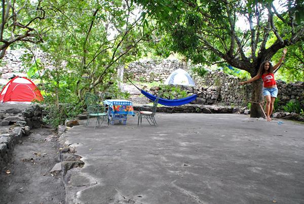 Área externa do albergue Abrigo de Montanha, em Igatu