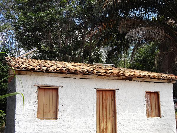 Casa na comunidade da Fazenda Velha, em Andaraí, com placa solar instalada | Foto: Divulgação
