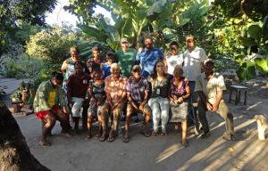 Integrantes da AVSI Brasil e moradores da comunidade Fazenda Velha | Foto: Divulgação