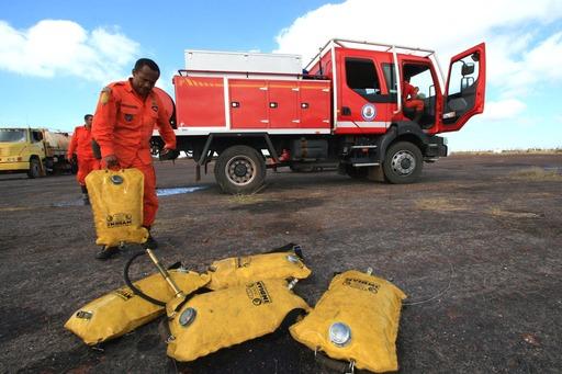 Bombeiros e brigadistas combatendo focos de incêndio em 2015 | Foto:Alberto Coutinho/AGECOM