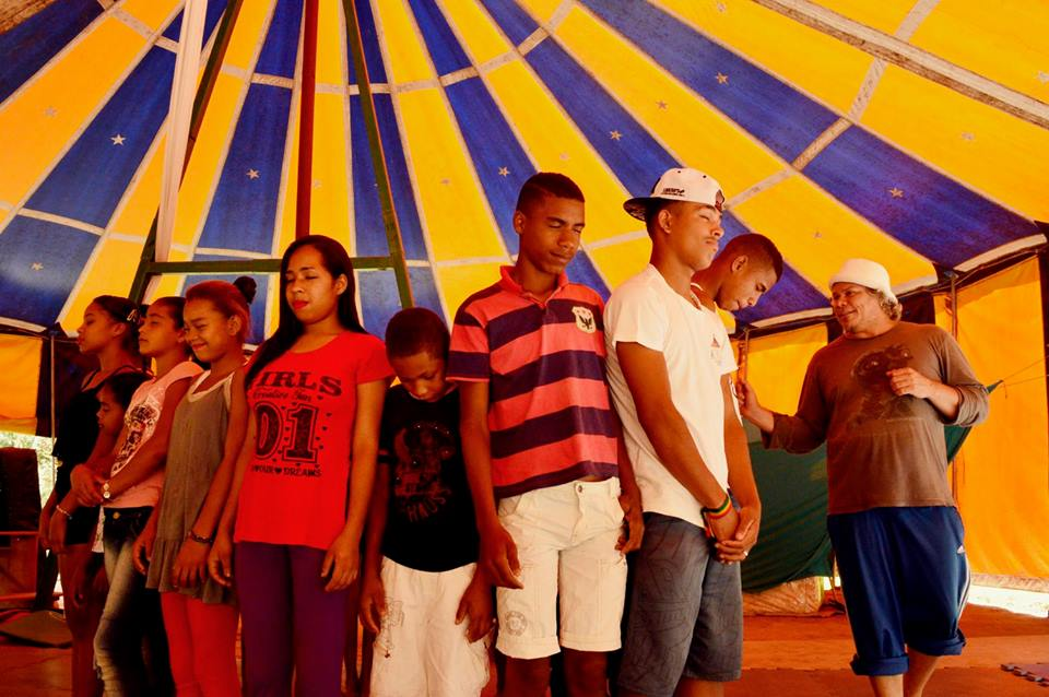 Circo na ro a encerra oficina de palha aria guia chapada for Roca de guia