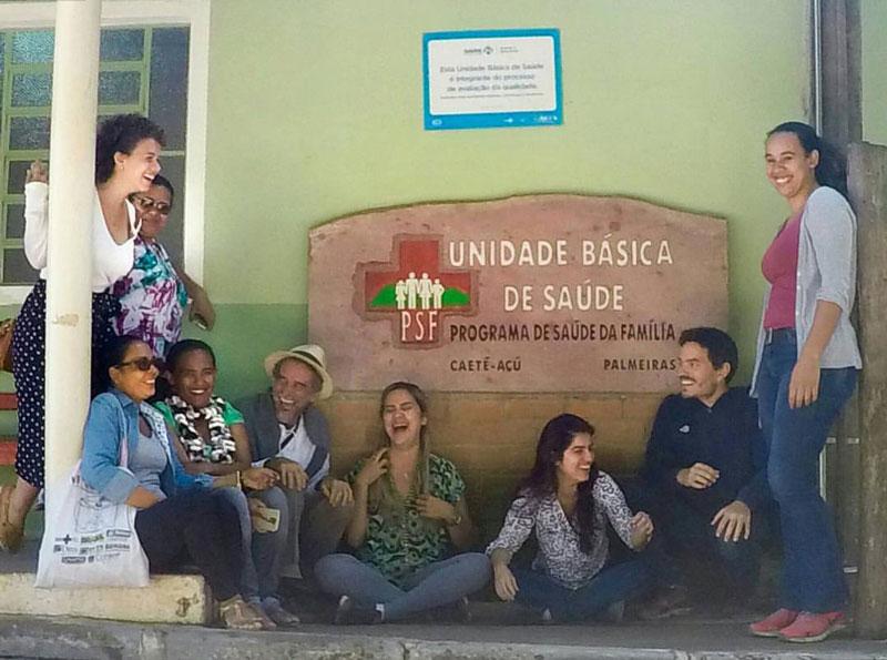 Áureo e sua equipe no Posto de Saúde do Vale do Capão. Foto: Arquivo pessoal.